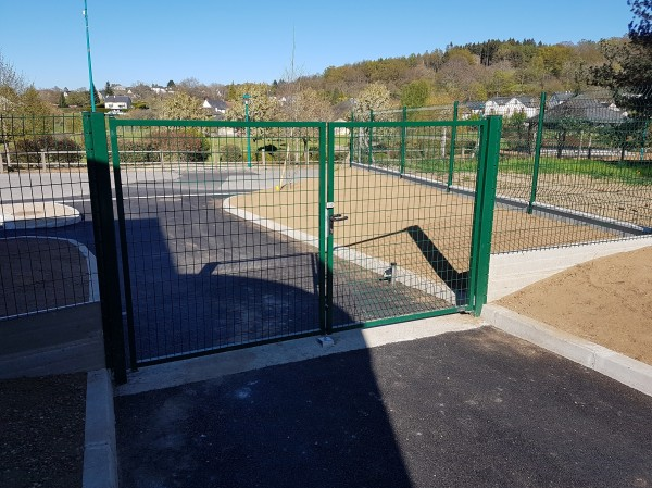 pose de clôture grillagée et de portillon la charmille aménagements espaces verts mauriac trizac le falgoux saint martin valmeroux