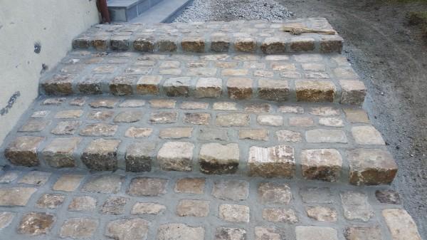 escaliers en pavés la charmille paysagiste entretien et aménagements de parcs et jardins nord cantal et corrèze