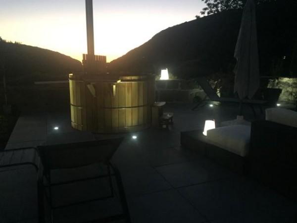 terrasse avec bain norvégien et éclairage la charmille paysagiste