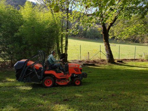 entretien de jardin tondeuse autoportée la charmille paysagiste