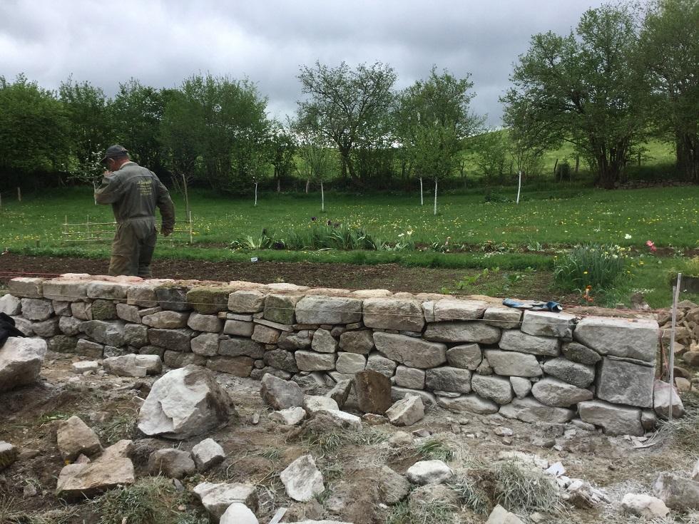 mur pierres sèches goulles la charmille paysagiste